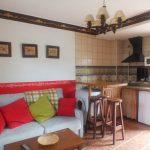 detalle cocina salón con sofá